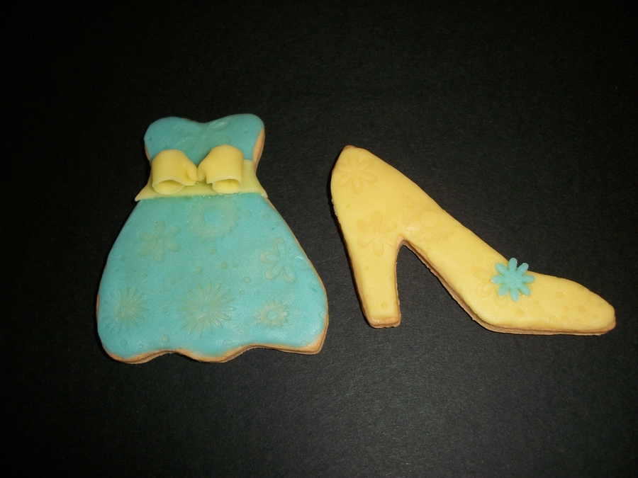 Girly Cookies In Blue And Yellow! on Cake Central