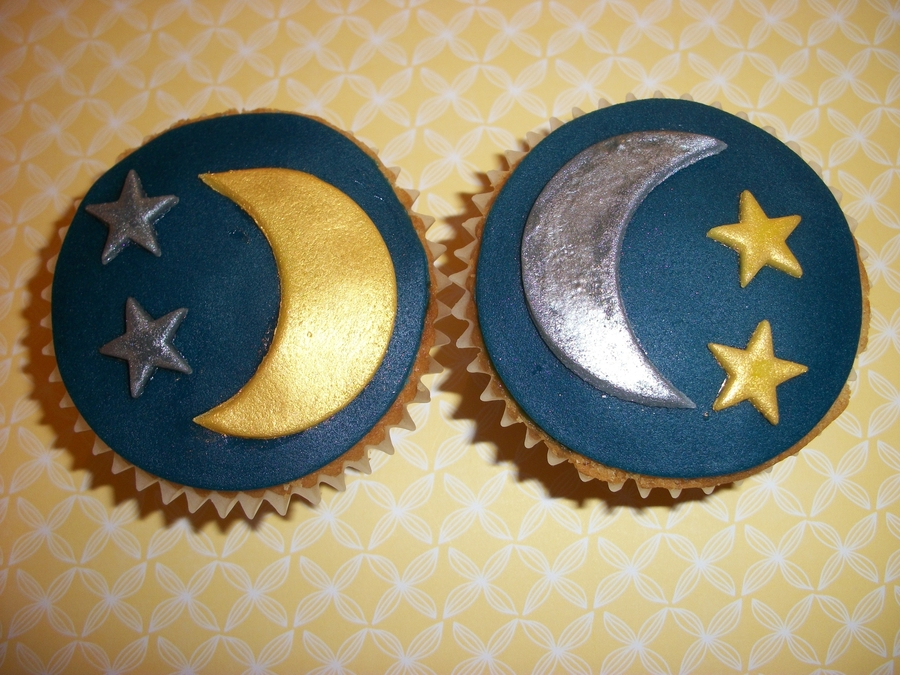 Star And Moon Cupcakes! on Cake Central