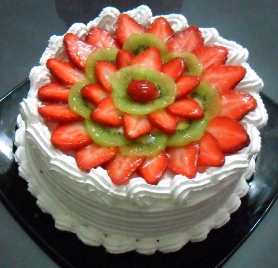 Strawberry-Kiwi Cream Cake on Cake Central