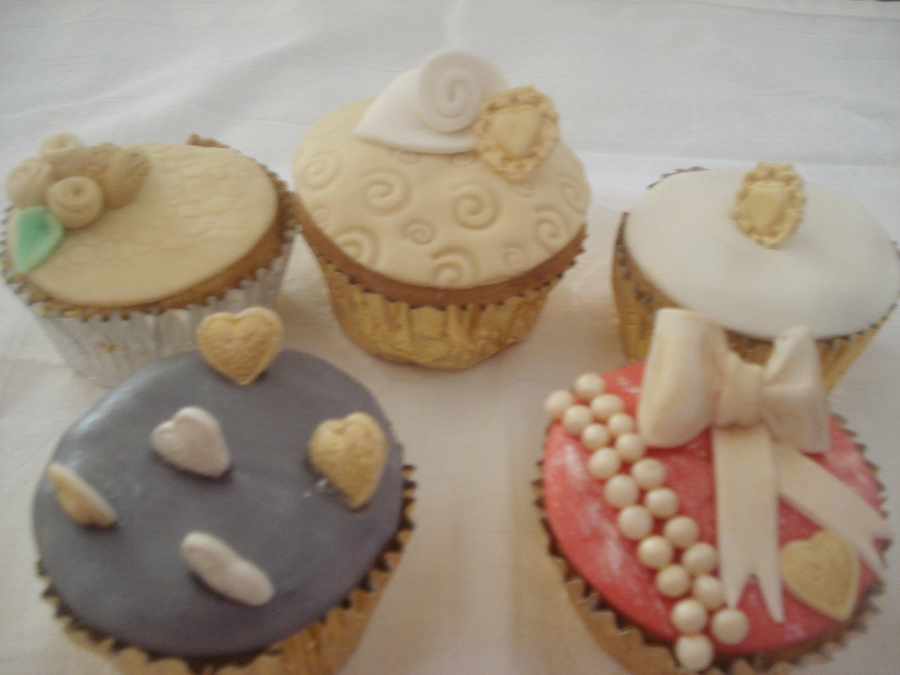 Vintage Valentines Cupcakes on Cake Central