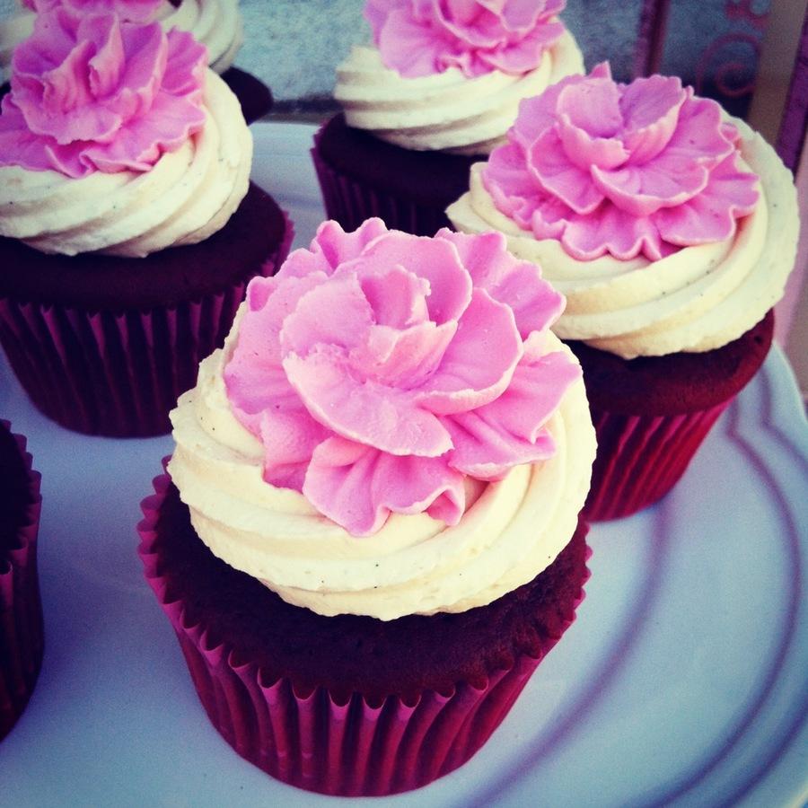 Royal Icing Fantasy Flower Cupcake - CakeCentral.com