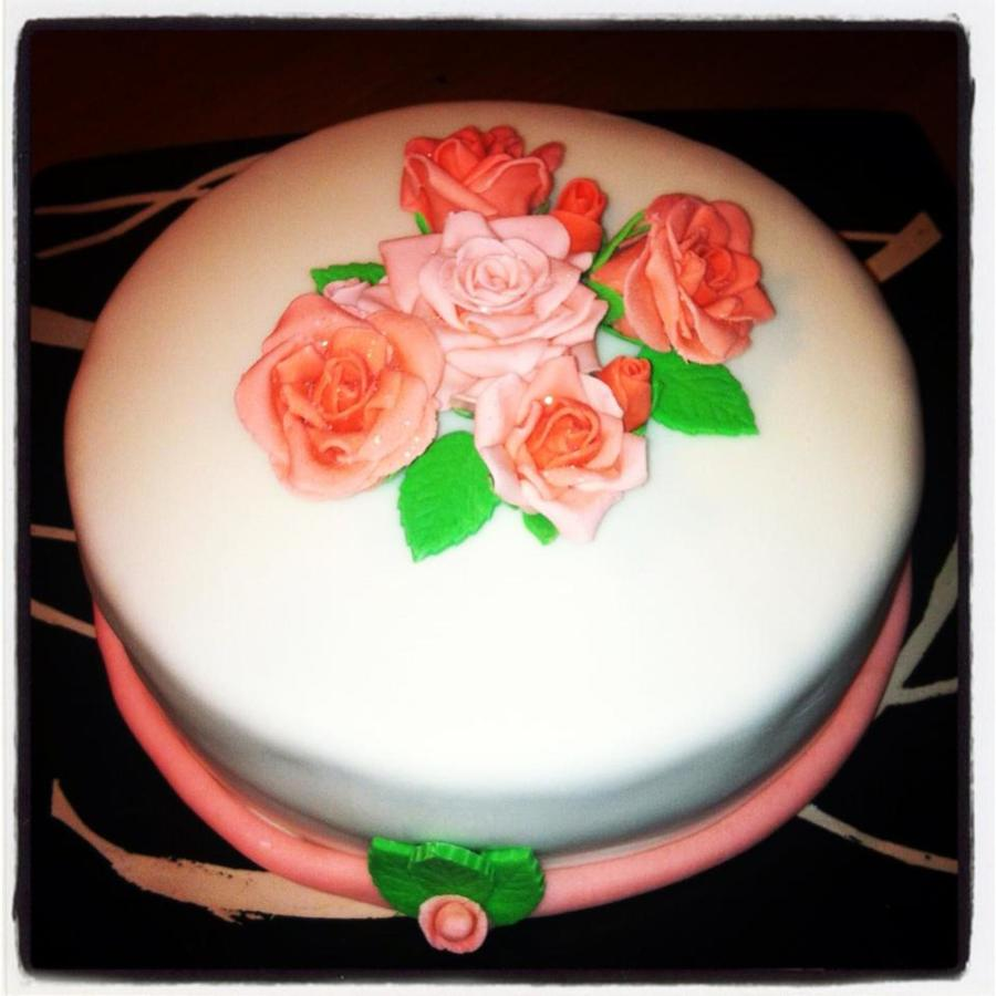 Last Minute Cake For A Friends Birthday But First Time Go At The Roses on Cake Central
