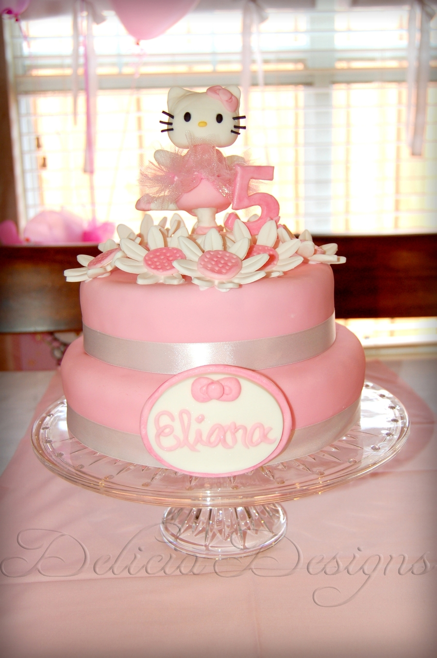 Hello Kitty Cake With Cupcakes