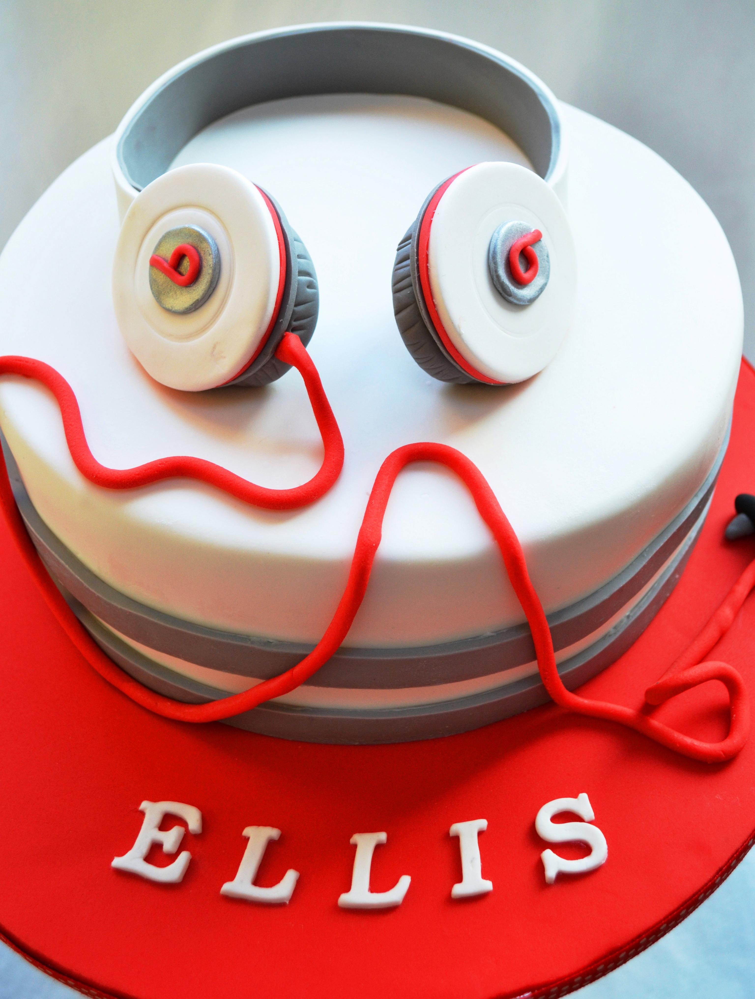 How To Make A Beats Headphone Cake Topper