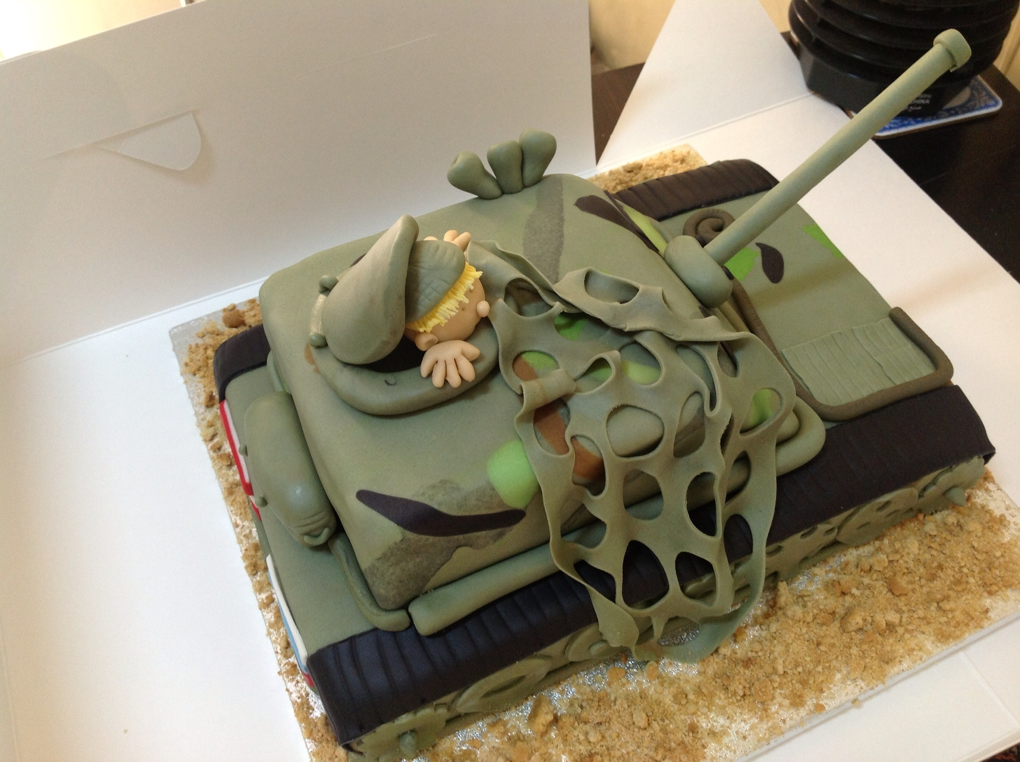 Army tank birthday cake for Army cake decoration