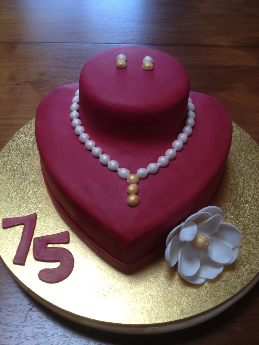 Art I Cake Jewelry Ideas : Pearl Necklace & Earrings Display Cake - CakeCentral.com