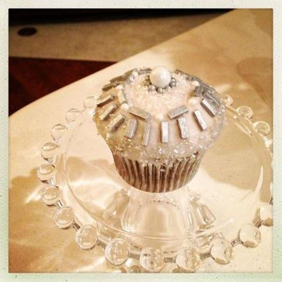 This Is A Hand Beaded Cupcake I Made For A Close Friends Birthday The Silver Rectangles Are Cut From Grey Gumpaste And Dusted With Silver on Cake Central