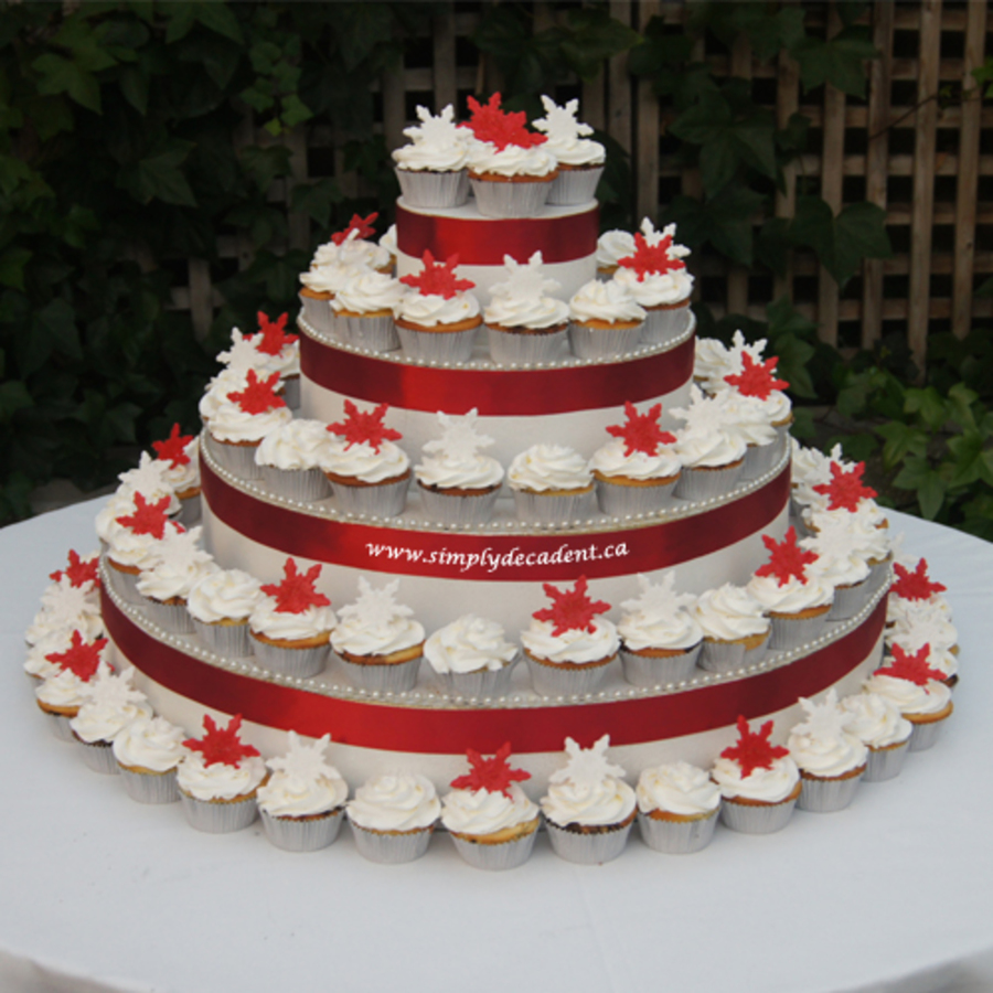 red and white wedding cake cupcakes buttercream wedding cupcakes with sugar crystals and 19097