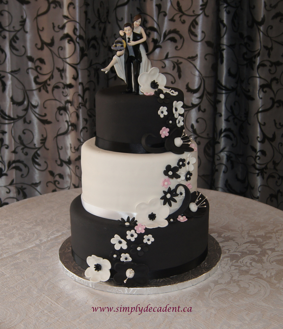 3 tier white fondant wedding cake 3 tier black amp white fondant wedding cake with black 10355