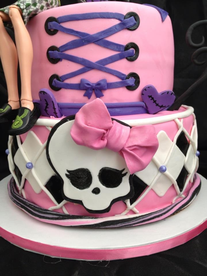 Monster High Cake Decoration Kit : Monster High Cake & Cupcakes - CakeCentral.com