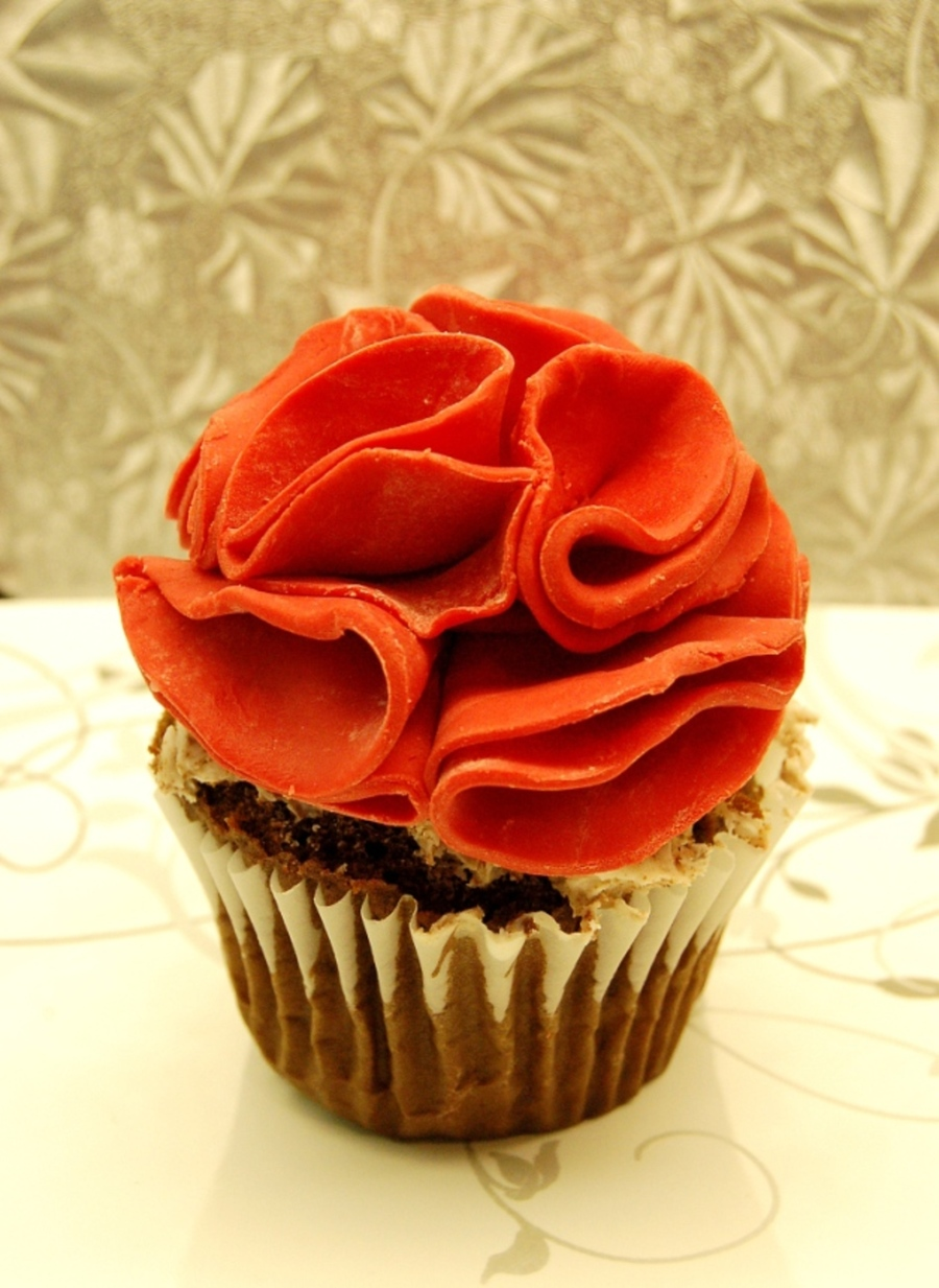Chocolate Cupcake With Ruffle Flower Made Of Candy Melt For Tutorial See Here Httpjessicakesblogblogspotca201101Feature And Tutor on Cake Central