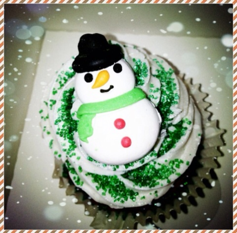 Snowman Cupcake  on Cake Central