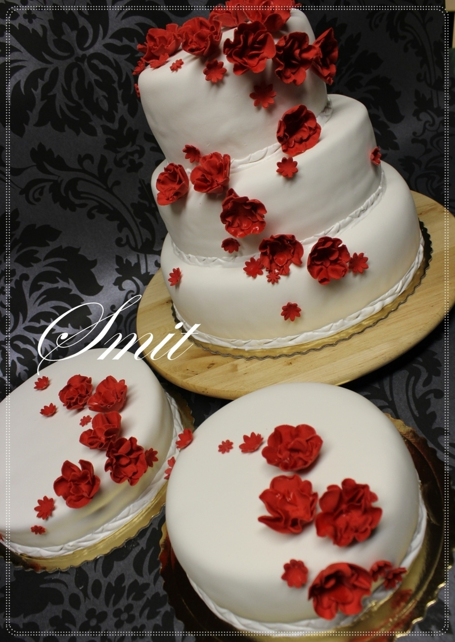 White Red  on Cake Central