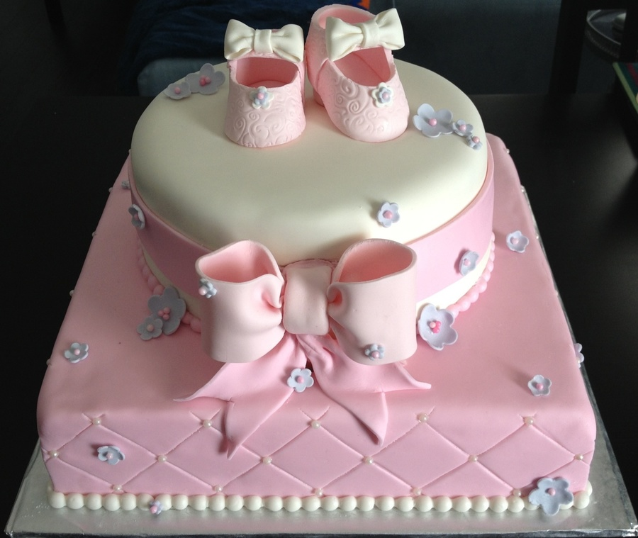 Baby Shower Cakes With Booties On Top