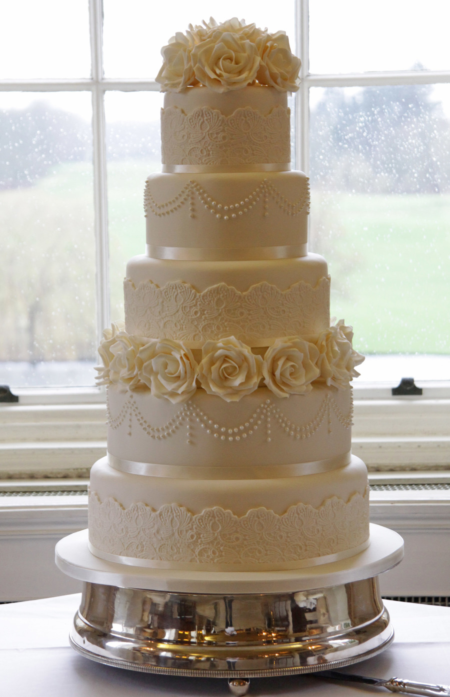 My Final Wedding Cake Of 2012 It Was Such A Beautiful Venue And Set Up I Love My Job on Cake Central