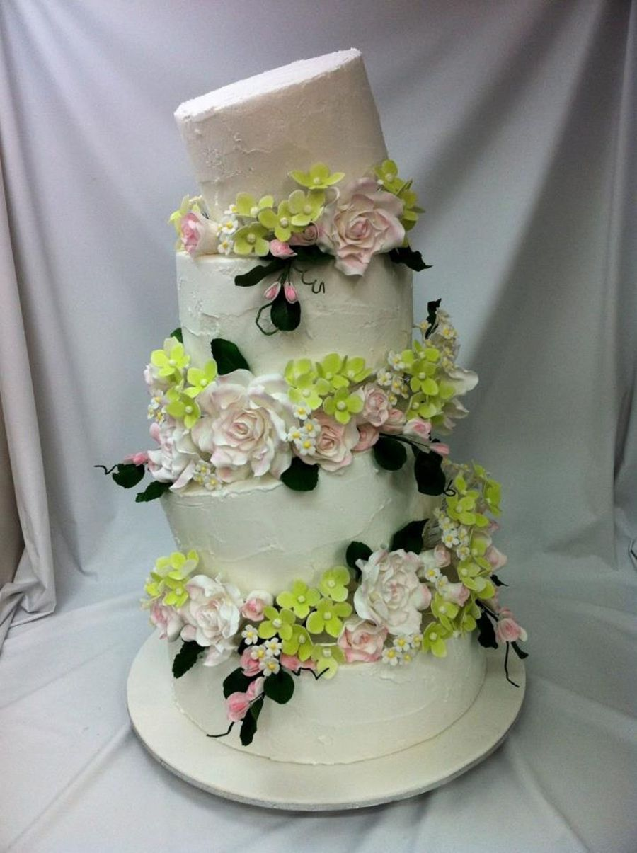 four tier wedding cake with flowers four tier topsy turvy wedding cake with sugar flowers 14436