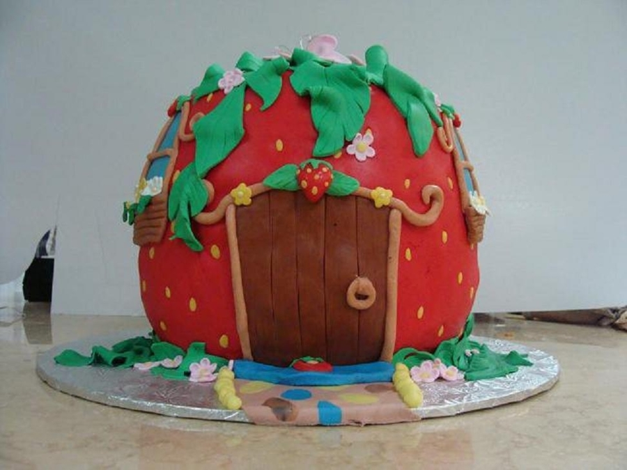 Strawberry Shortcake House on Cake Central