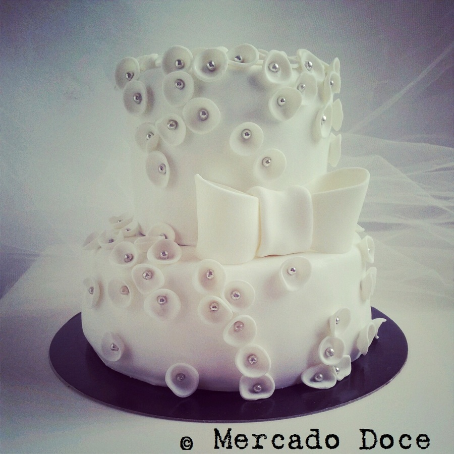 White Simplicity By Mercado Doce on Cake Central