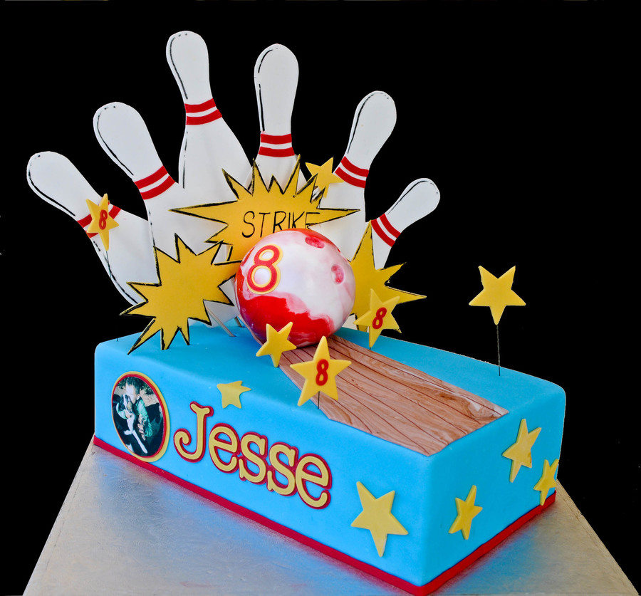 Ten Pin Bowling Cake