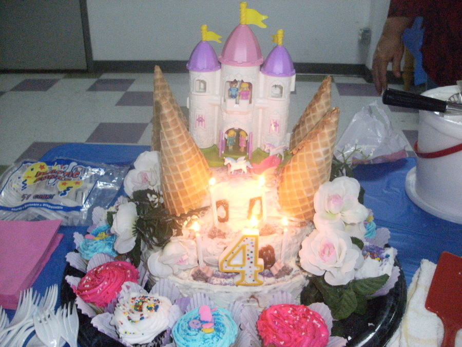 Lexie 4Th B Day Cake 2Jpg  on Cake Central