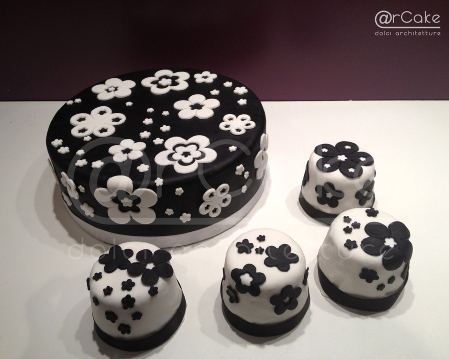 Cake & Minicakes B&w  on Cake Central