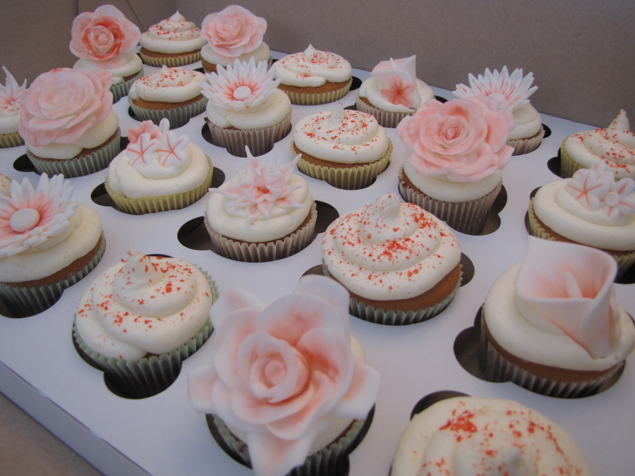 Red And White Flower Cupcakes on Cake Central