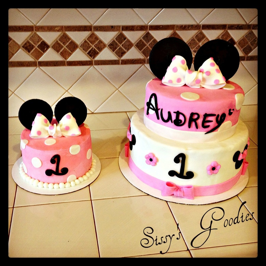 Super Minnie Mouse 1St Birthday Cake And Smash Cake Cakecentral Com Personalised Birthday Cards Veneteletsinfo