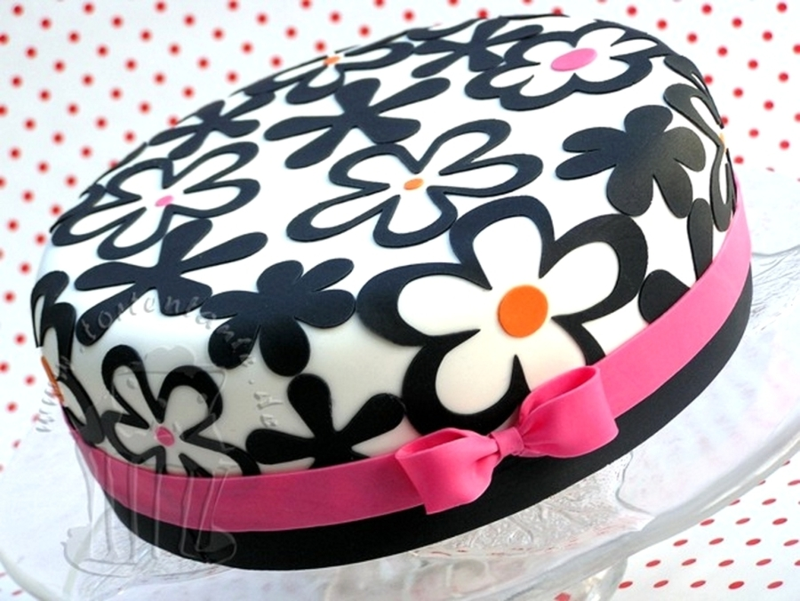 Flowers With Little Bow on Cake Central