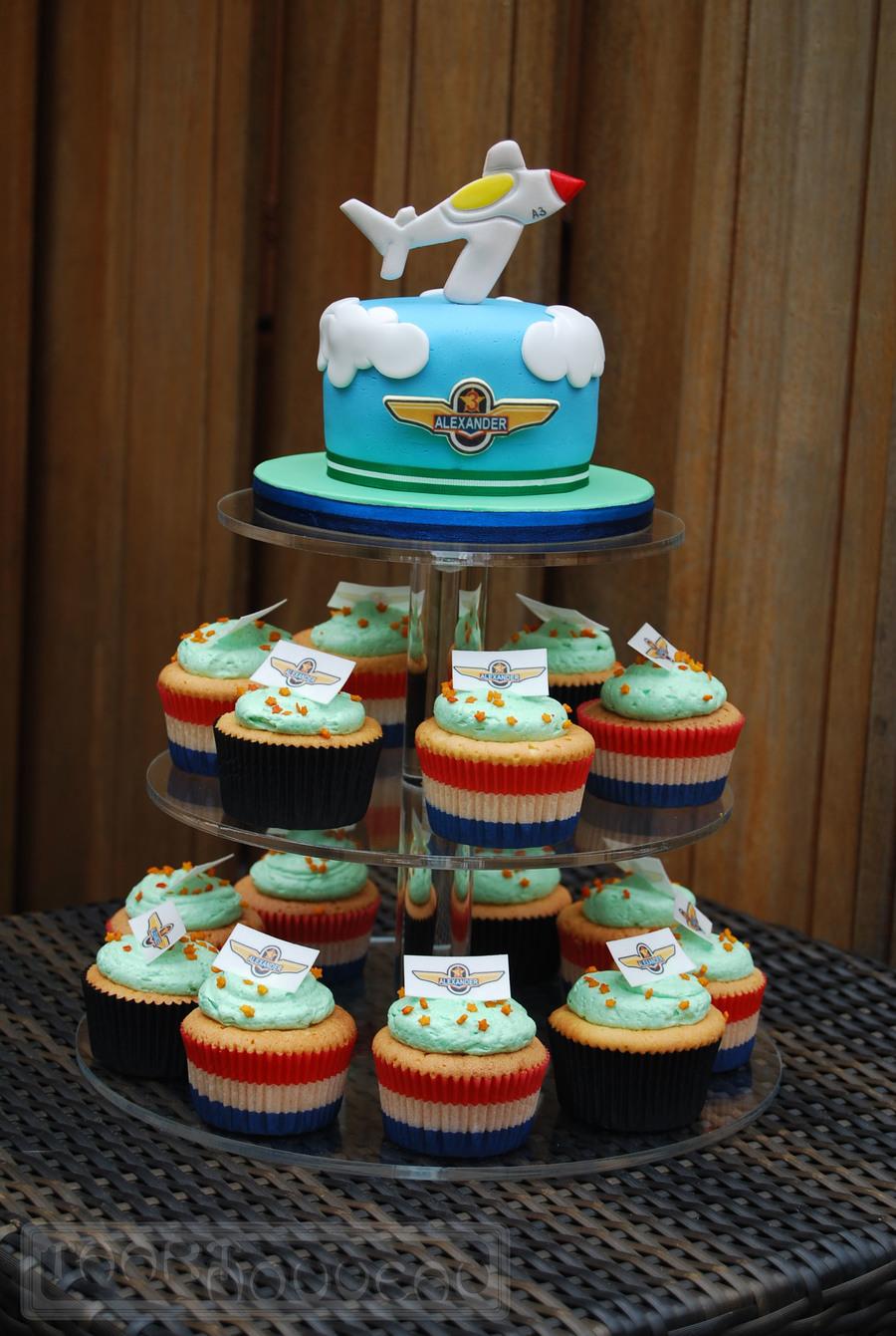 Airplane Cake Amp Cupcakes Cakecentral Com