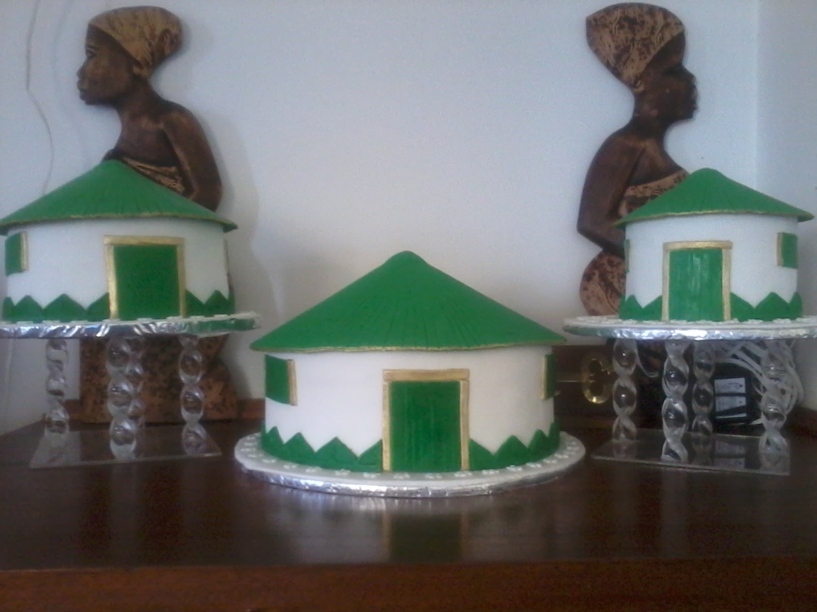 African Huts on Cake Central