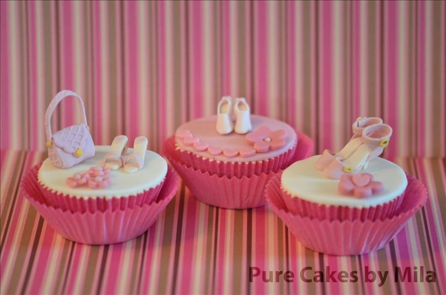 Cupcakes For A Woman - Shoes And Handbag on Cake Central