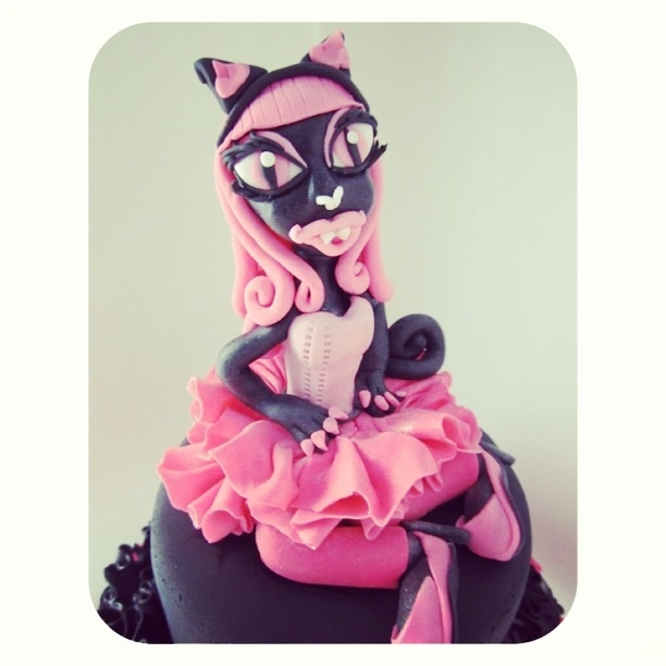 This Cake Was Made For A 6 Year Olds Monster High Birthday Party Her Mother Told Me Favorite Character Catty Noir The Figurine Is