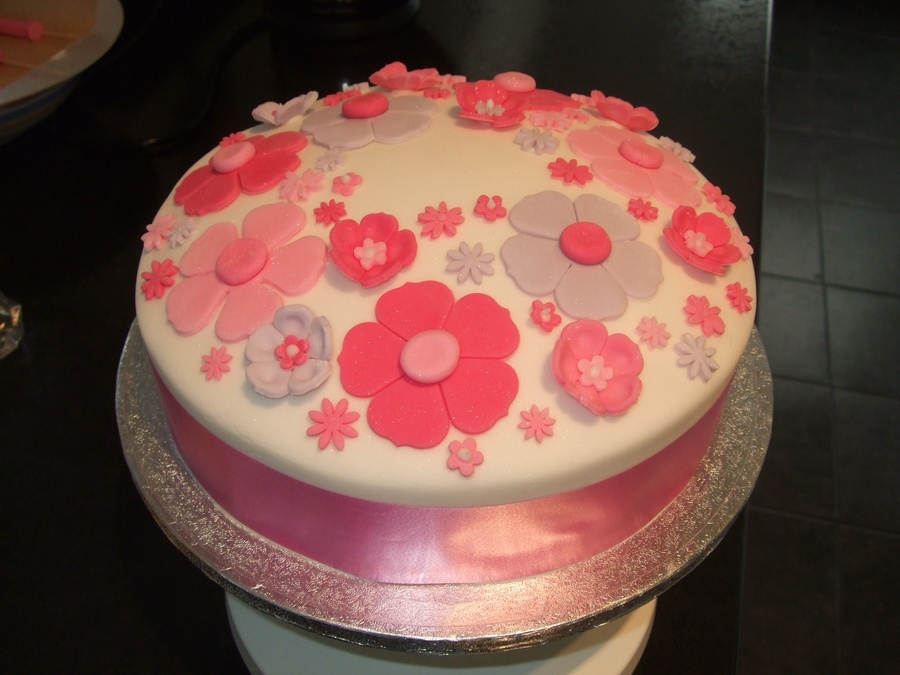 Girlie Birthday Cake The Space On Top Was For A Pink Glittery 21 Added Later
