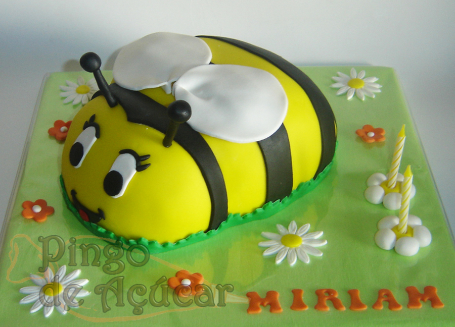 3D Bee Cake on Cake Central