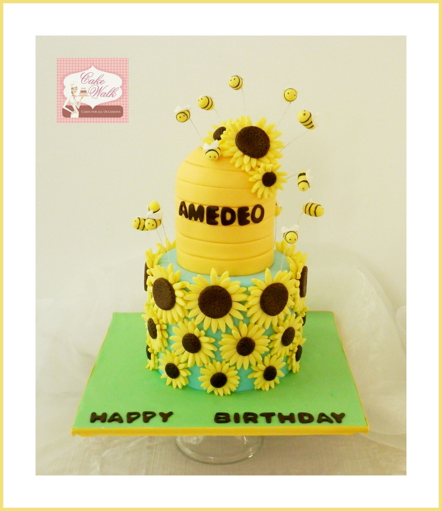 A Sunflower And Bee Theme Birthday Cake Cakecentral