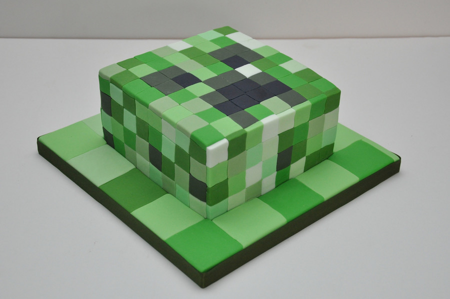 Decorating A Minecraft Cake
