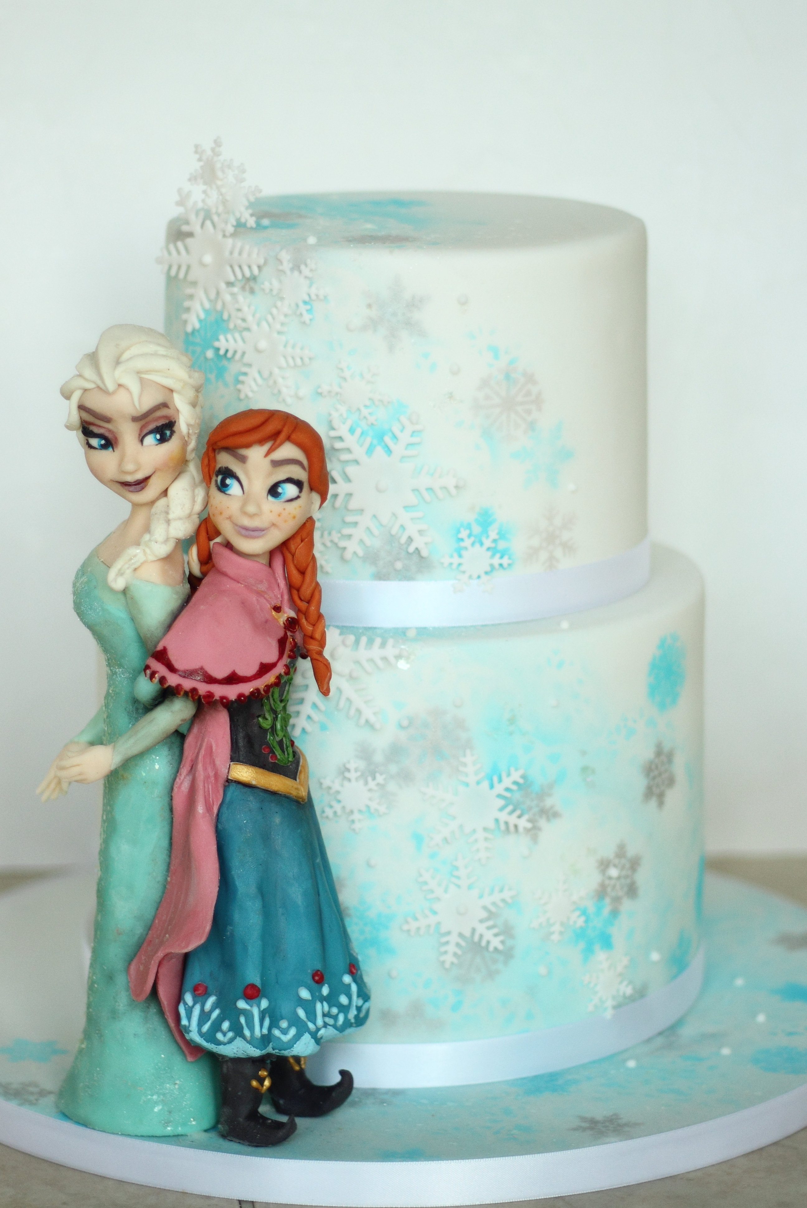 Disneys Frozen Cake Created For Disney Hq In London