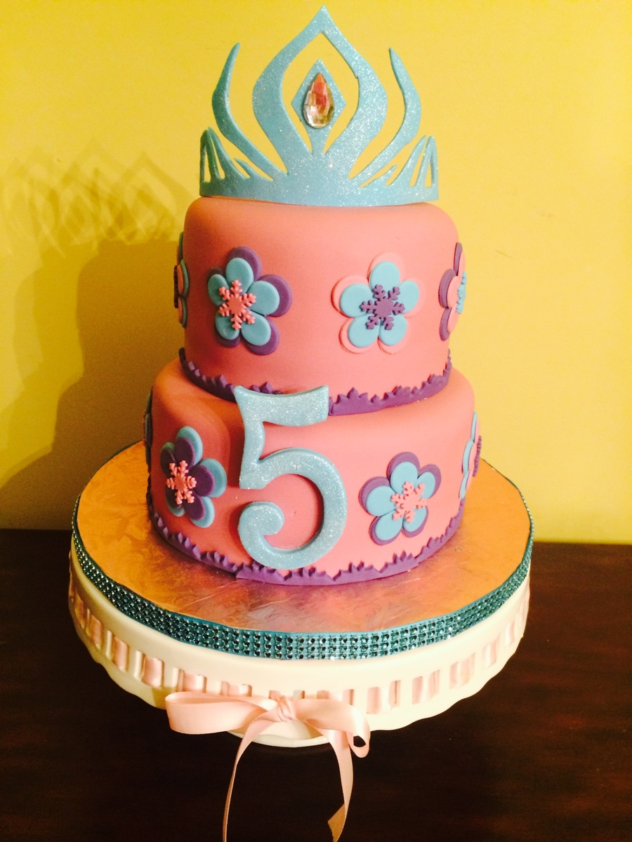 Queen Elsa Cake Decor : Disney Frozen Theme Cake With Snow Queen Elsa s Tiara ...