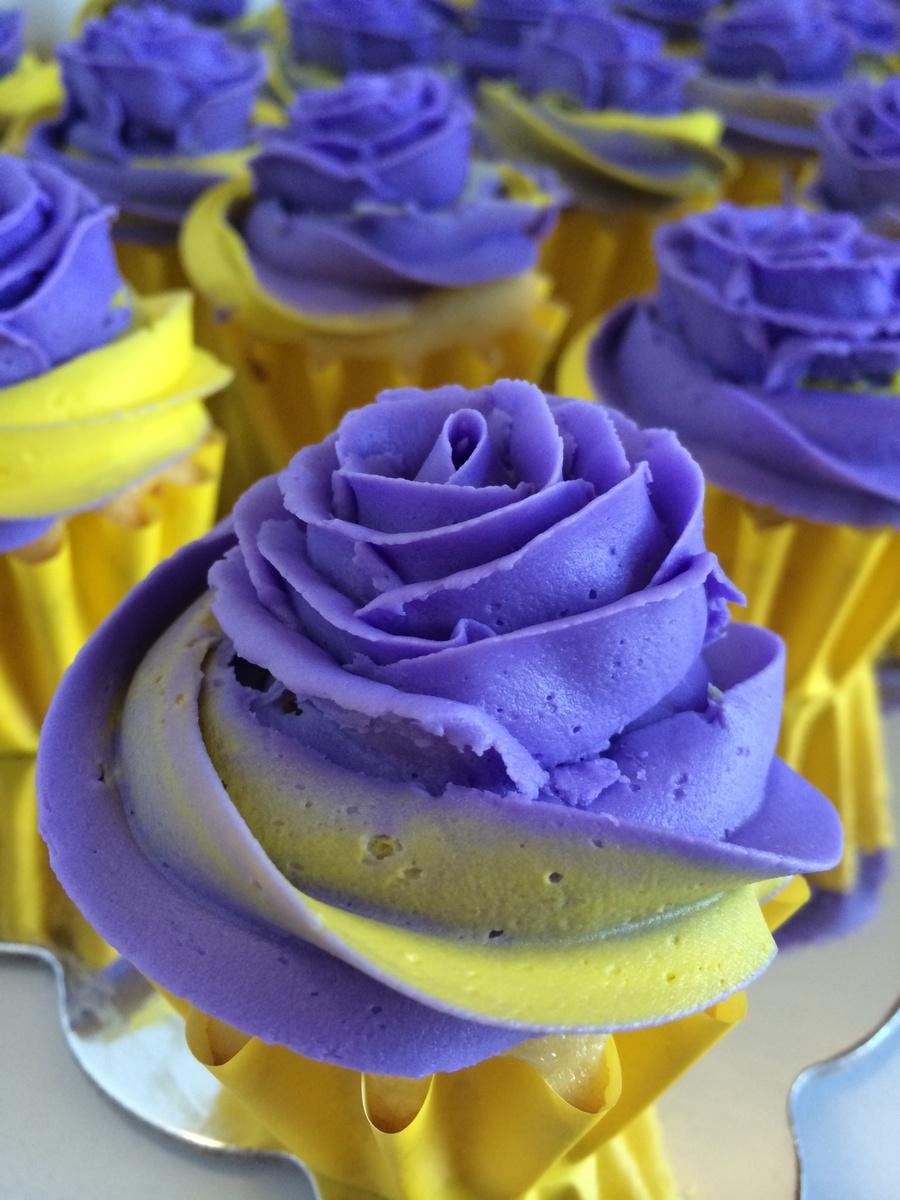 Yellow Cake Iwth Chocoate Icing