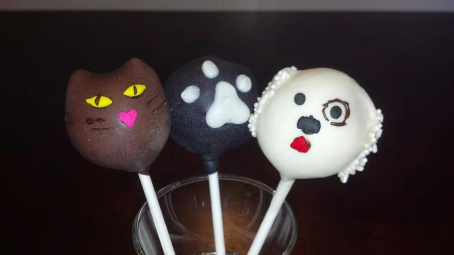 Cat Paw Print And Dog Cake Pops Cakecentral Com