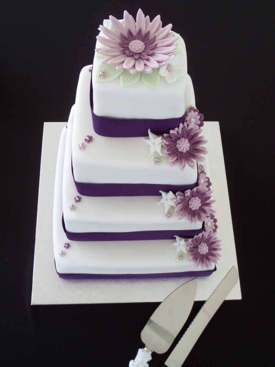 square wedding cakes purple flowers square wedding cake white with purple flowers 20409