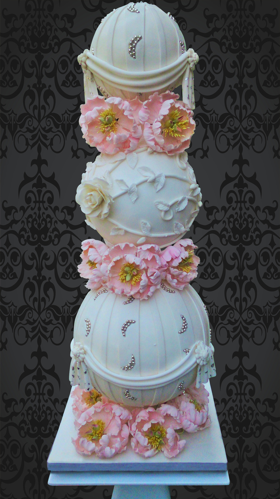 Sphere Wedding Cake By Elaine Rhule Of Designer Cakes Of London - Sphere Wedding Cake
