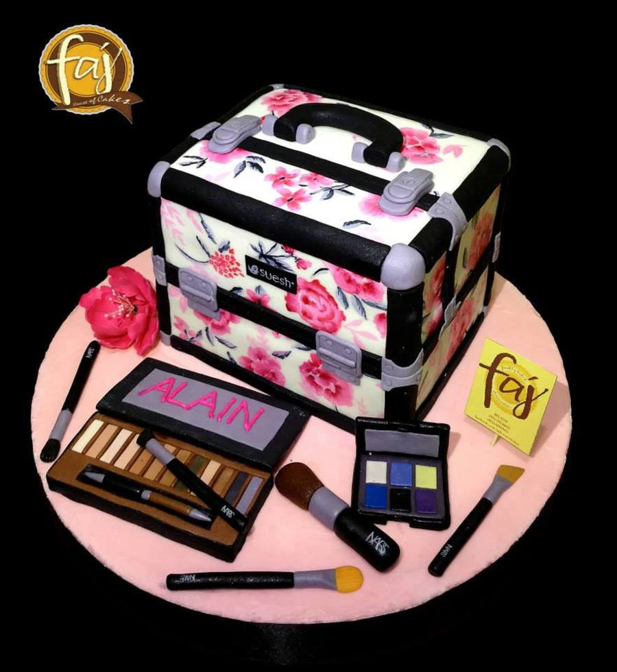 Makeup Kit Cake Design : A Replica Of The Make Up Artists Make Up Kit By Faj House ...