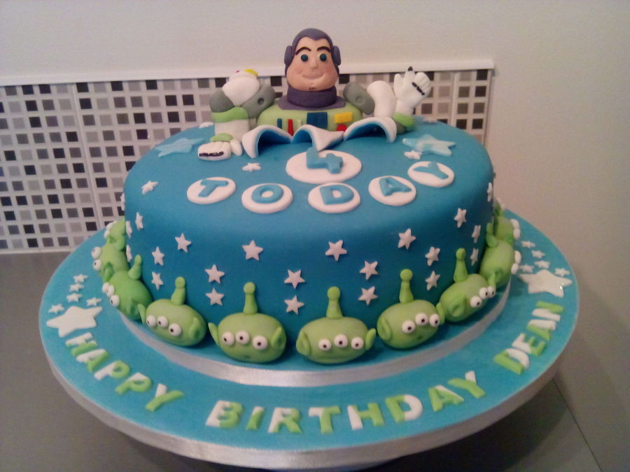 I Made This Buzz Light Year Birthday Cake With All Edible Fondant