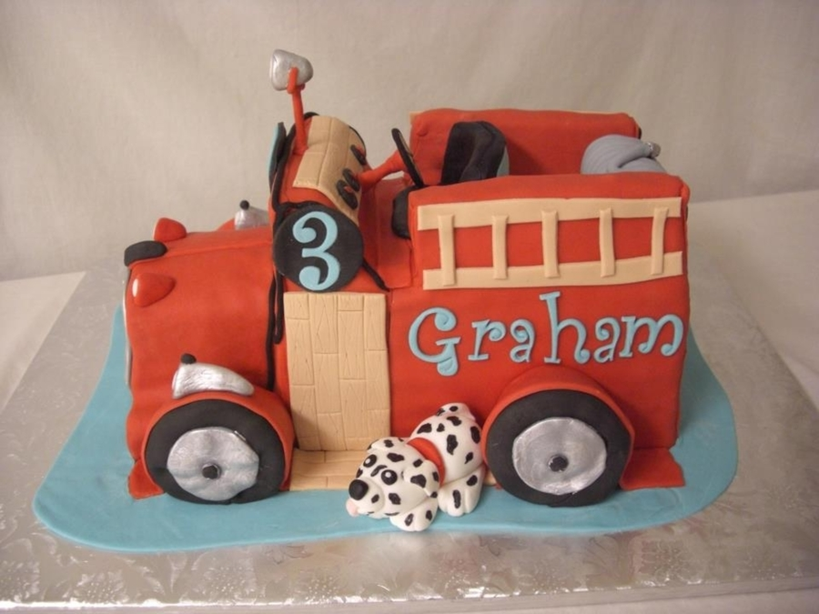 Little Antique Firetruck on Cake Central