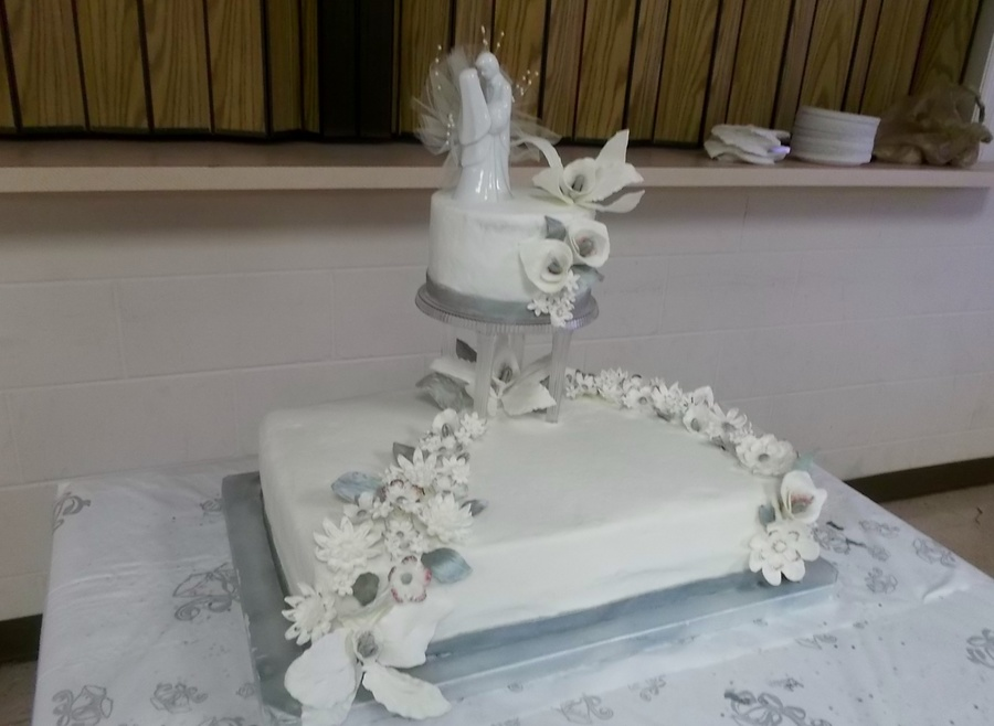 Wedding Sheet Cake With Round Topper In Buttercream Gum