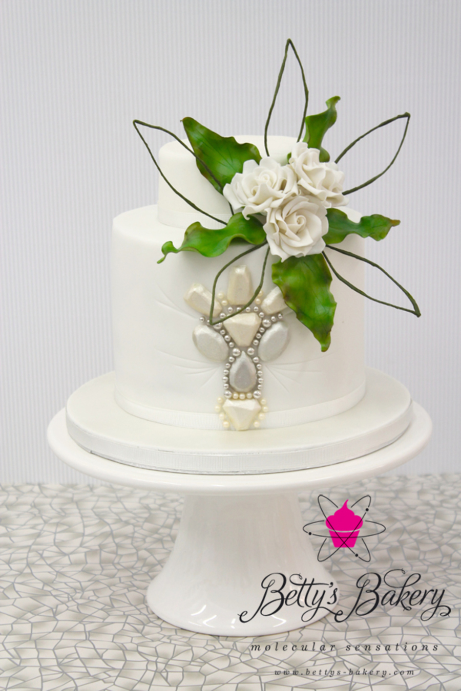 """diamonds & Pearls"" on Cake Central"