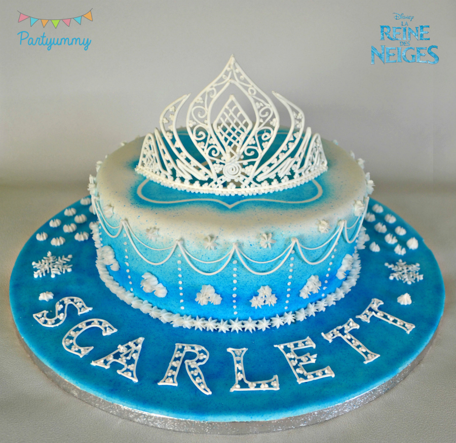 video tutorial for tiara in royal icing recipe and steps here httppartyummycomcms201501gateau. Black Bedroom Furniture Sets. Home Design Ideas