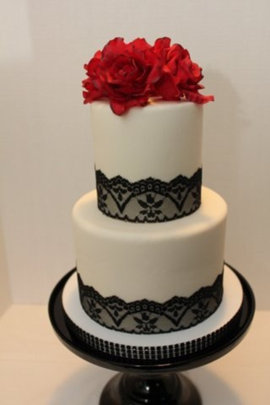 Simple White W Black Lace And Red Sugar Roses Cakecentral