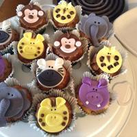 Animal Safari Cupcakes banana cupcakes with chocolate buttercream and fondant accents